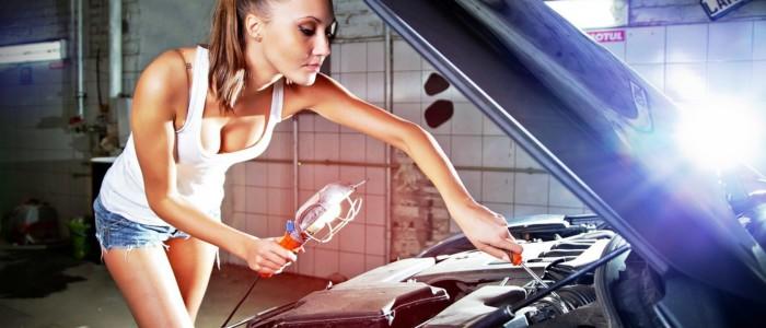 Диагностика автомобиля женскими руками